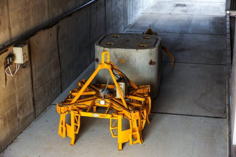 Zbrinjavanje radioaktivnog otpada i istrošenog nuklearnog goriva